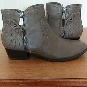 Woman's Zip-Up Ankle Boots